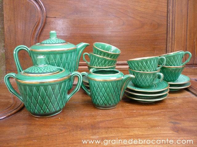 service caf vert et or et ses 6 tasses. Black Bedroom Furniture Sets. Home Design Ideas