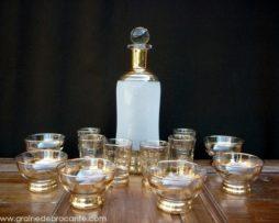 Ensemble de verres à liqueur vintage et carafe