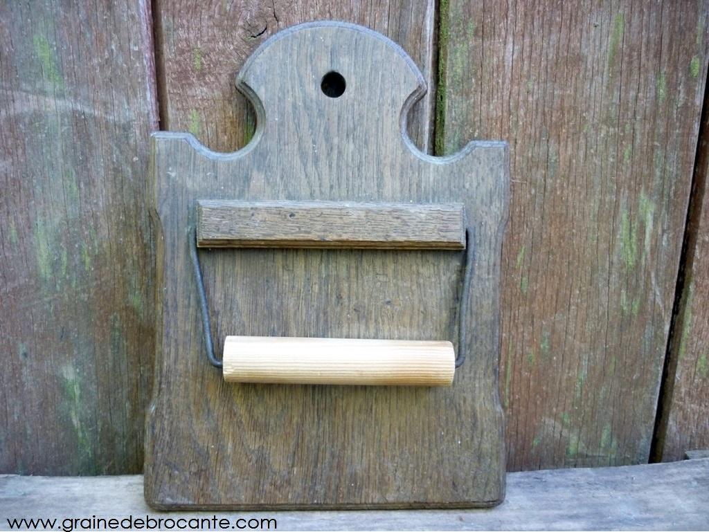 ancien d rouleur papier wc en bois. Black Bedroom Furniture Sets. Home Design Ideas