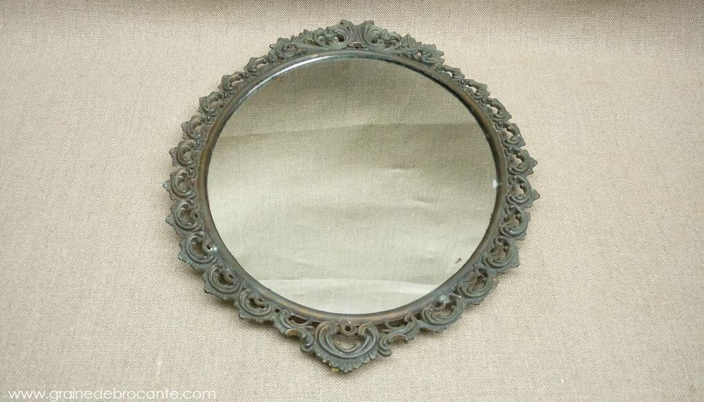 miroir ovale ancien en bronze. Black Bedroom Furniture Sets. Home Design Ideas