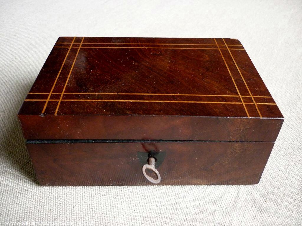 petite boite en bois ancienne r ve de brocante. Black Bedroom Furniture Sets. Home Design Ideas