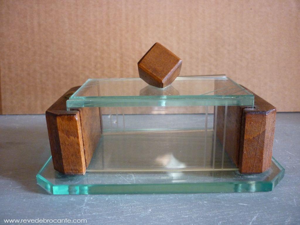 petite bo te originale ancienne en bois et verre grav ann es 40. Black Bedroom Furniture Sets. Home Design Ideas