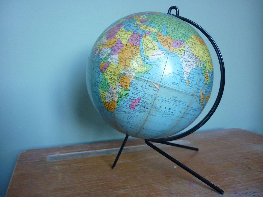 globe terrestre girard et barrere. Black Bedroom Furniture Sets. Home Design Ideas
