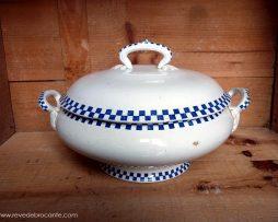 soupière à carreaux bleu et blanc ancienne