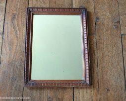 Petit miroir en bois ancien