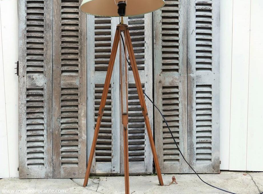 ancien tr pied g om tre en bois avec visserie en laiton. Black Bedroom Furniture Sets. Home Design Ideas