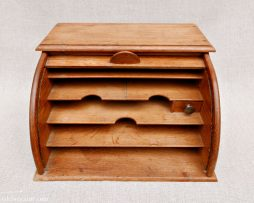 Classeur ancien en bois à rideau