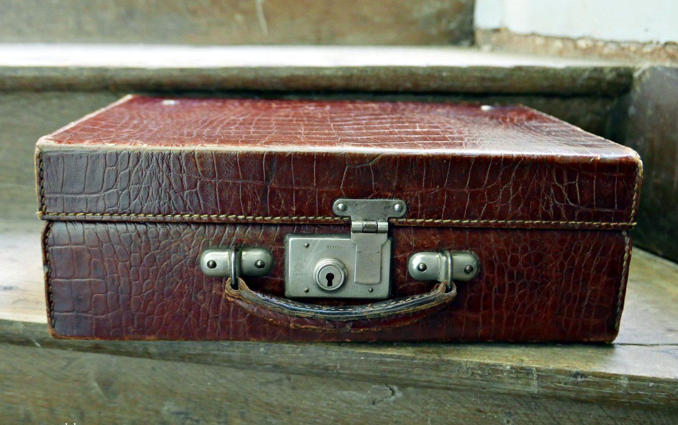 valise en cuir des ann es 30 40 r ve de brocante. Black Bedroom Furniture Sets. Home Design Ideas