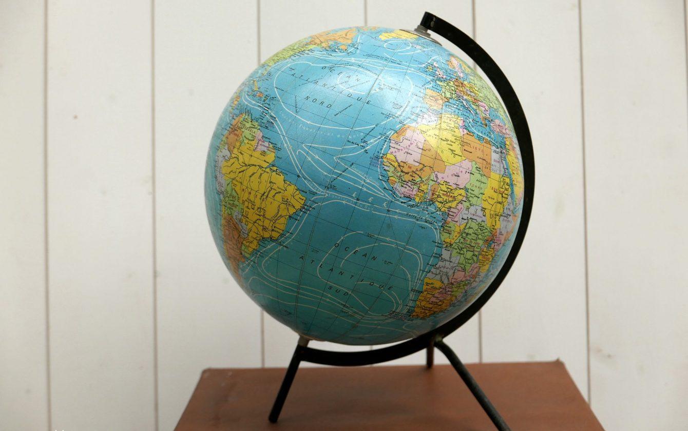 globe terrestre cartonn vintage taride r ve de brocante. Black Bedroom Furniture Sets. Home Design Ideas