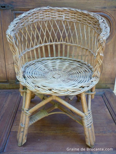 petit fauteuil ancien en osier