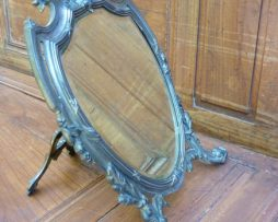 Miroir à poser en régule argenté avec un verre biseauté
