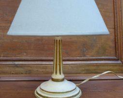Petite lampe ancienne en bois peint