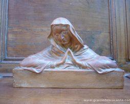 Sculpture mariale en terre cuite signée