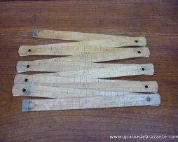 Mètre en bois pliable ancien