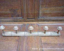 Porte manteaux bois des années 50 avec 5 patères façon bambou