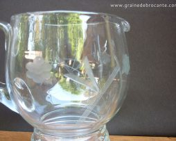 brocante pichet d'eau verre gravé