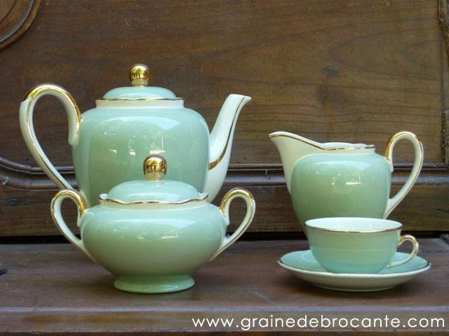 service caf pot lait et sucrier accompagn de 12 tasses. Black Bedroom Furniture Sets. Home Design Ideas