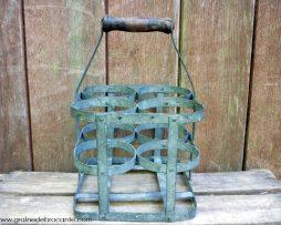 Porte bouteille ancien en fer et poignée bois