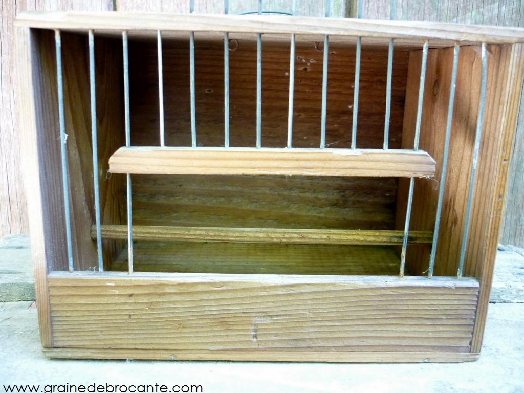 petite cage ancienne de transport pour oiseau en bois. Black Bedroom Furniture Sets. Home Design Ideas