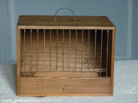 petite cage ancienne de transport pour oiseau en bois. Black Bedroom Furniture Sets. Home Design Ideas