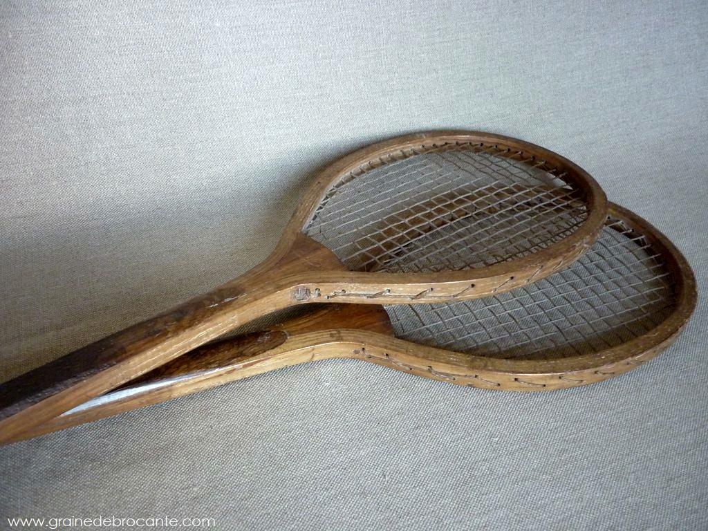 paire de raquettes de tennis anciennes en bois. Black Bedroom Furniture Sets. Home Design Ideas