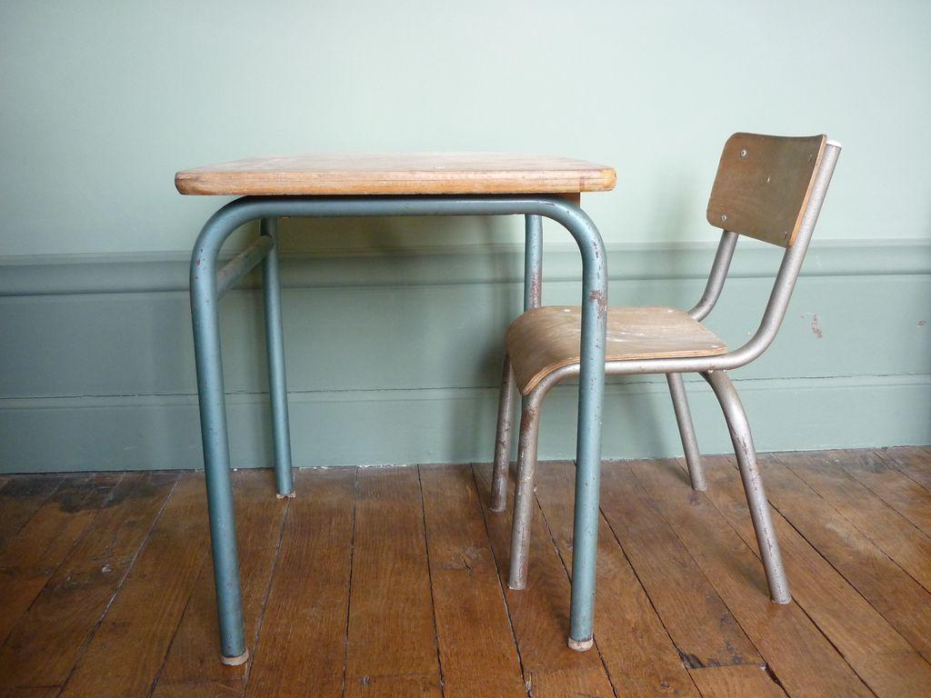 bureau d 39 colier et sa petite chaise r ve de brocante. Black Bedroom Furniture Sets. Home Design Ideas