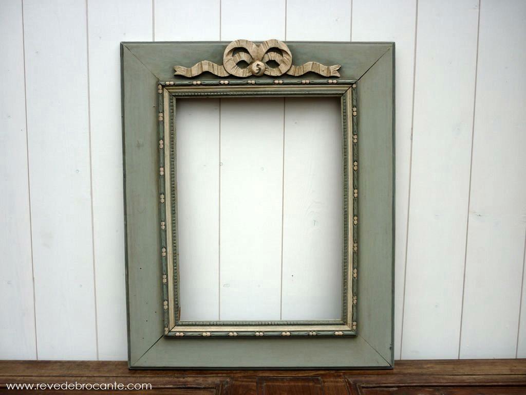 cadre ancien en bois peint orn d 39 un n ud en bois patin gris vert et beige. Black Bedroom Furniture Sets. Home Design Ideas