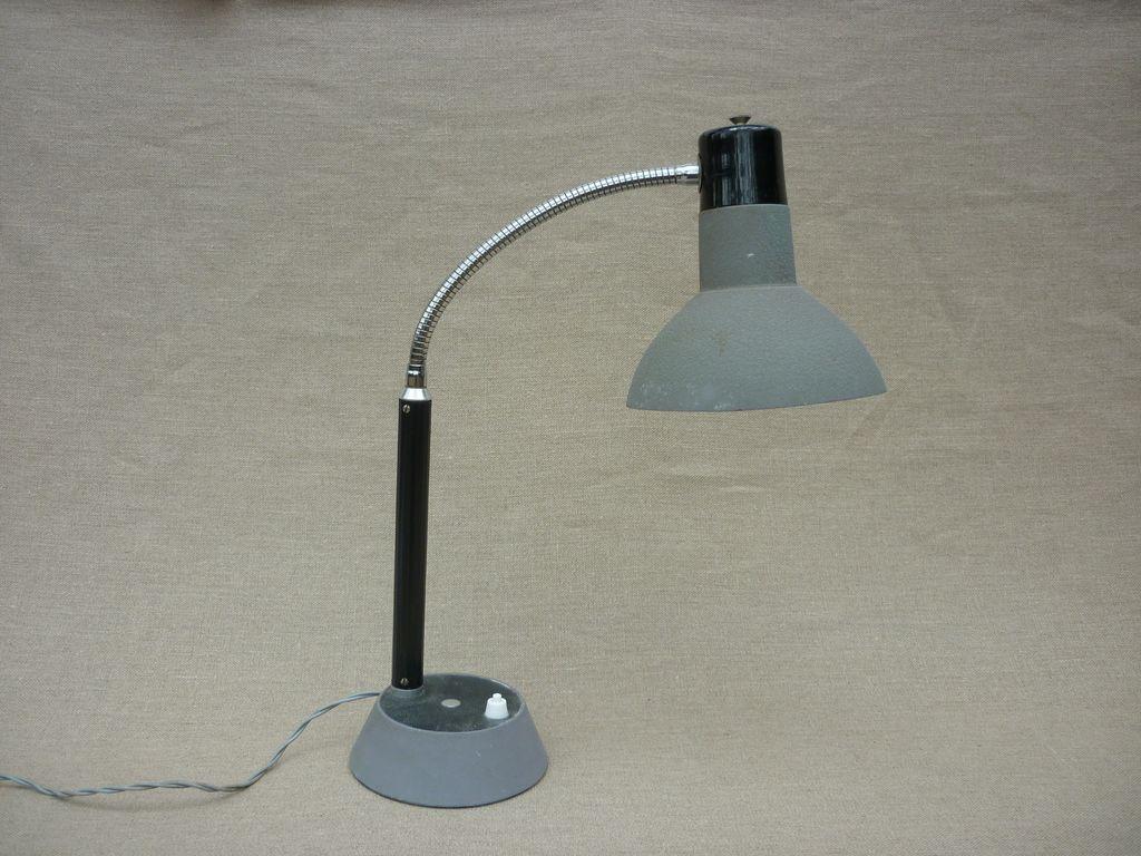 paire de lampes d 39 atelier. Black Bedroom Furniture Sets. Home Design Ideas