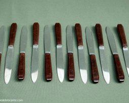 12 couteaux bakelite