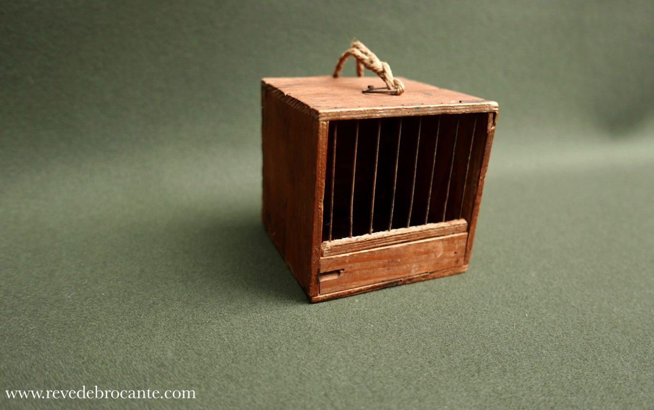 petite cage ancienne oiseau de voyage r ve de brocante. Black Bedroom Furniture Sets. Home Design Ideas