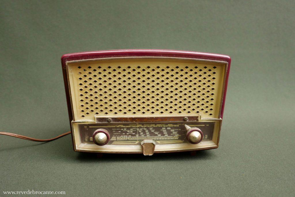 poste de radio vintage en bak lite r ve de brocante. Black Bedroom Furniture Sets. Home Design Ideas