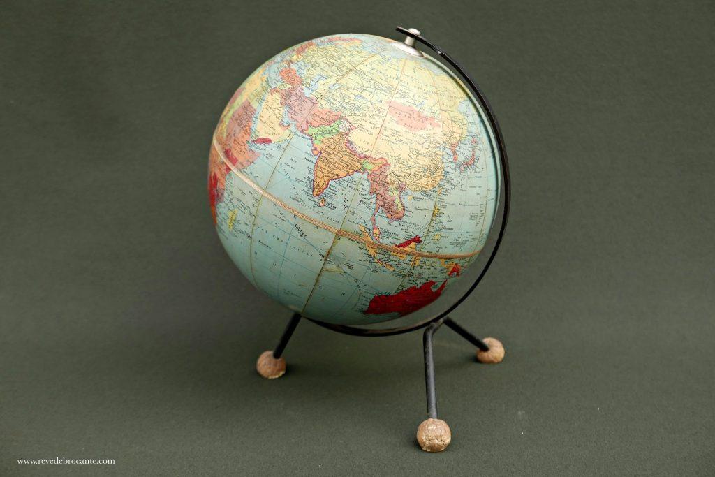 globe terrestre cartonn vintage r ve de brocante. Black Bedroom Furniture Sets. Home Design Ideas