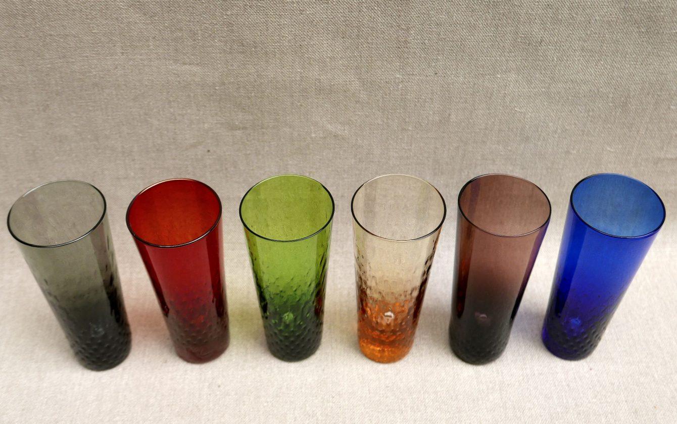 6 verres de couleur ann es 50 r ve de brocante. Black Bedroom Furniture Sets. Home Design Ideas